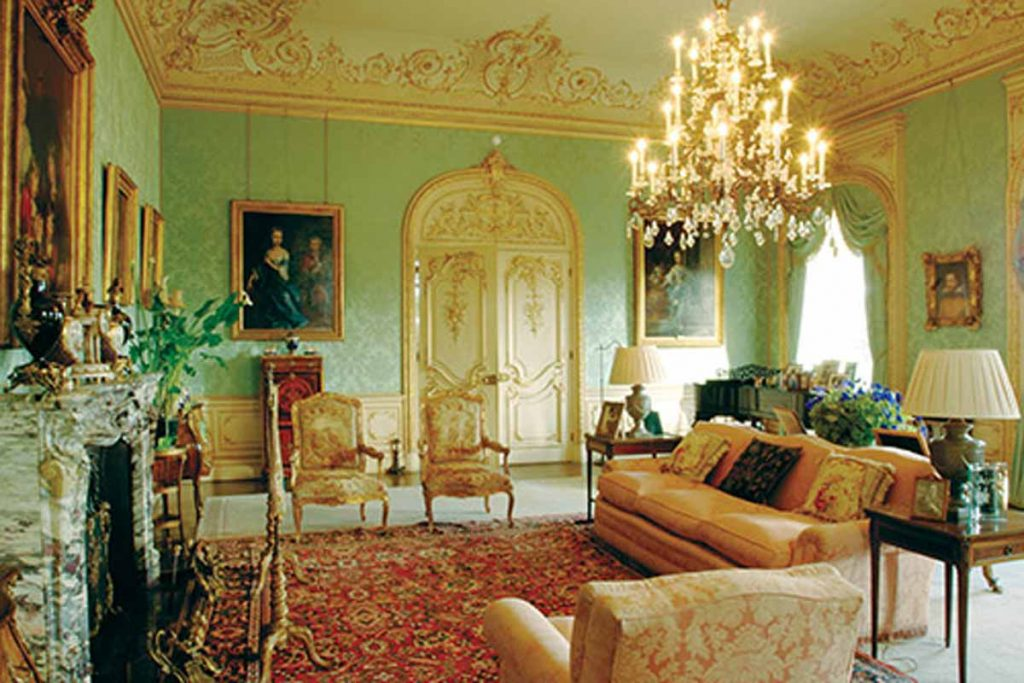 Drawing Room in Highclere Castle, appeared in Downton Abbey. Britain in films and dramas.